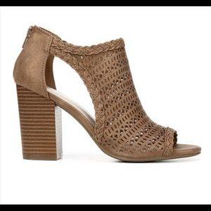 Fergie Sand Parker Open Toe 3 inch Heel Sandal Sz9